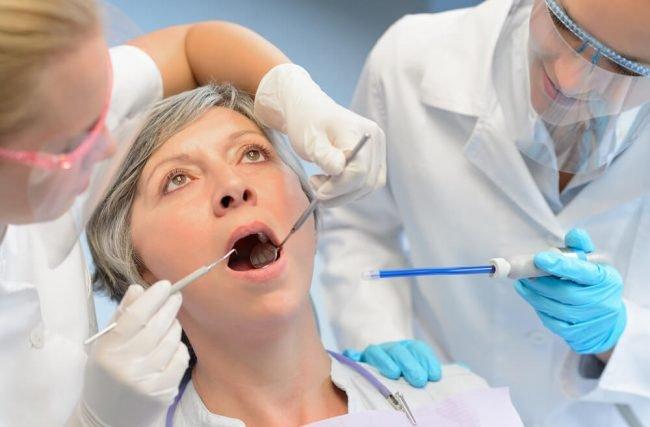 Conheça a relação entre a osteoporose e a saúde dental