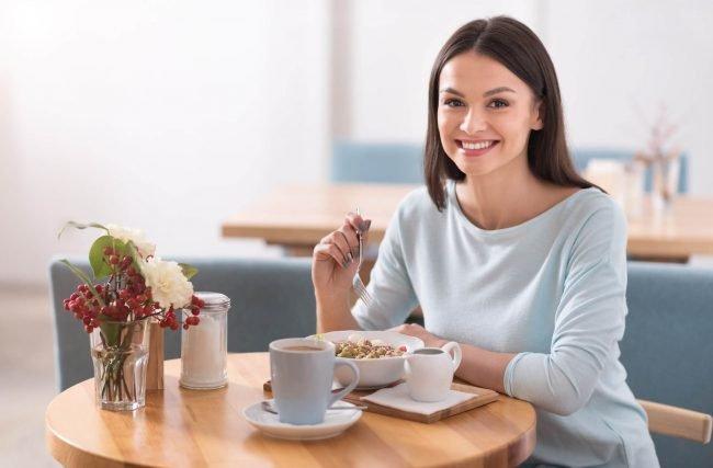 Sua boca também é o que você come! Entenda a relação entre os hábitos alimentares e a saúde bucal