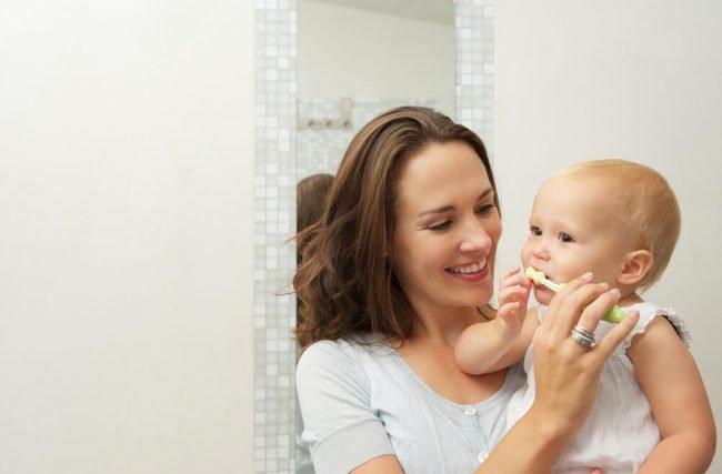 Como escovar os dentinhos dos bebês?